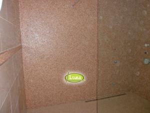 Epoxy in de badkamer vloer en muur